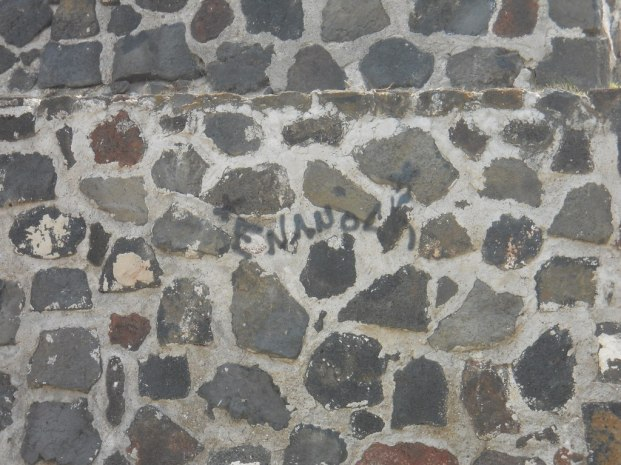 Grafitis en la piramide de Los Reyes La Paz