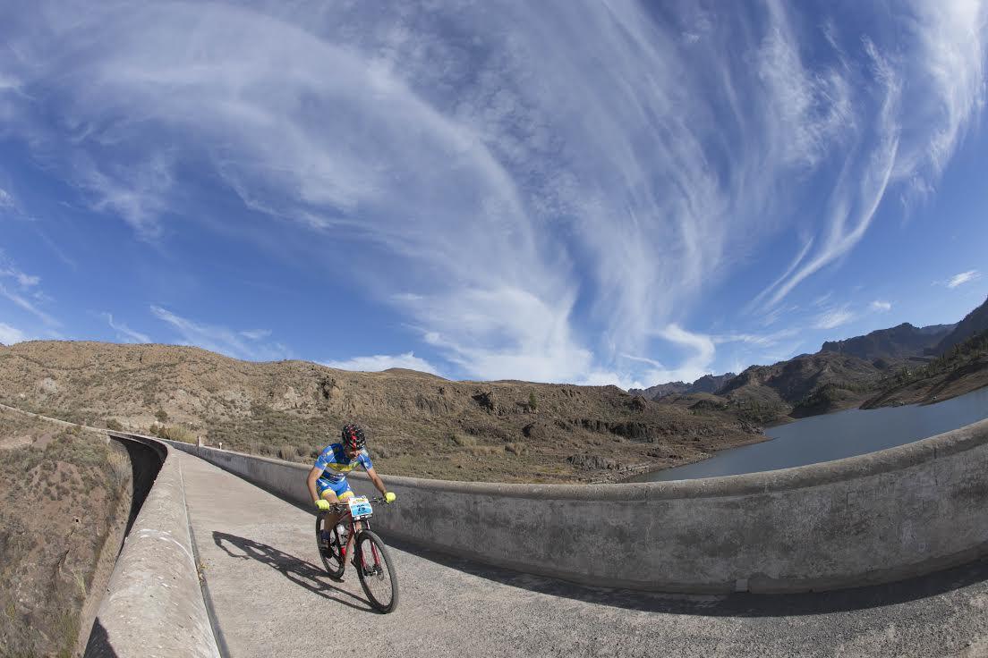 Transgrancanaria Bike: Crónica, resultados y fotos. Campeones Ibon Zugasti (TSPLus); Eduardo González y María Calleja (TS)