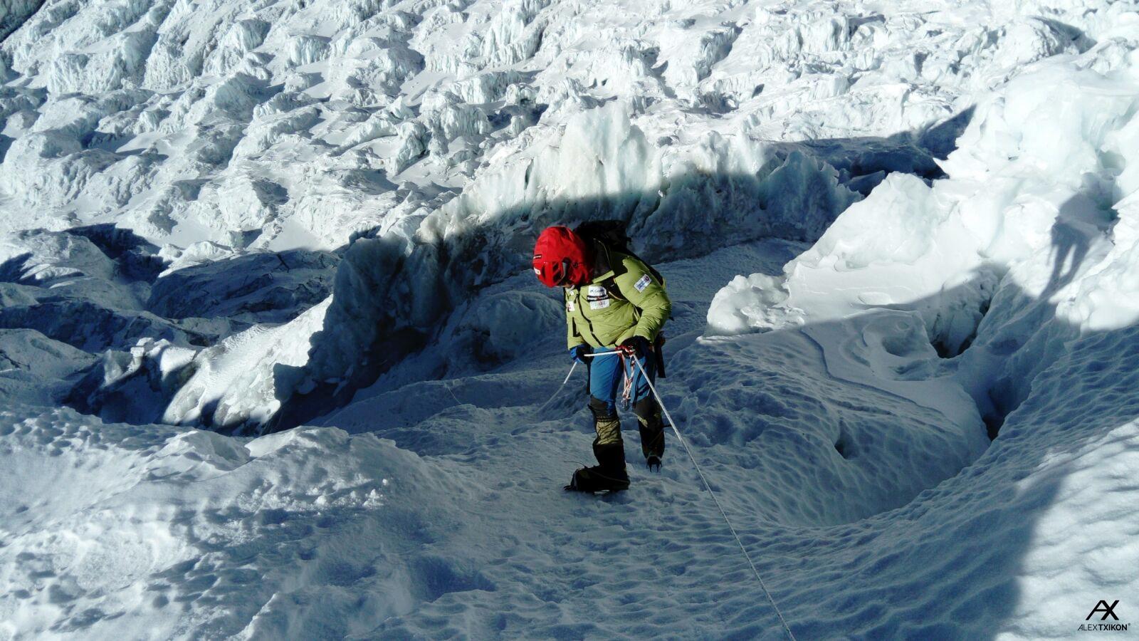 Alex Txikón – Everest Invernal sin oxígeno: Instalado C3 (7.400m) Carlos Rubio evacuado hospital por problemas pulmonares.