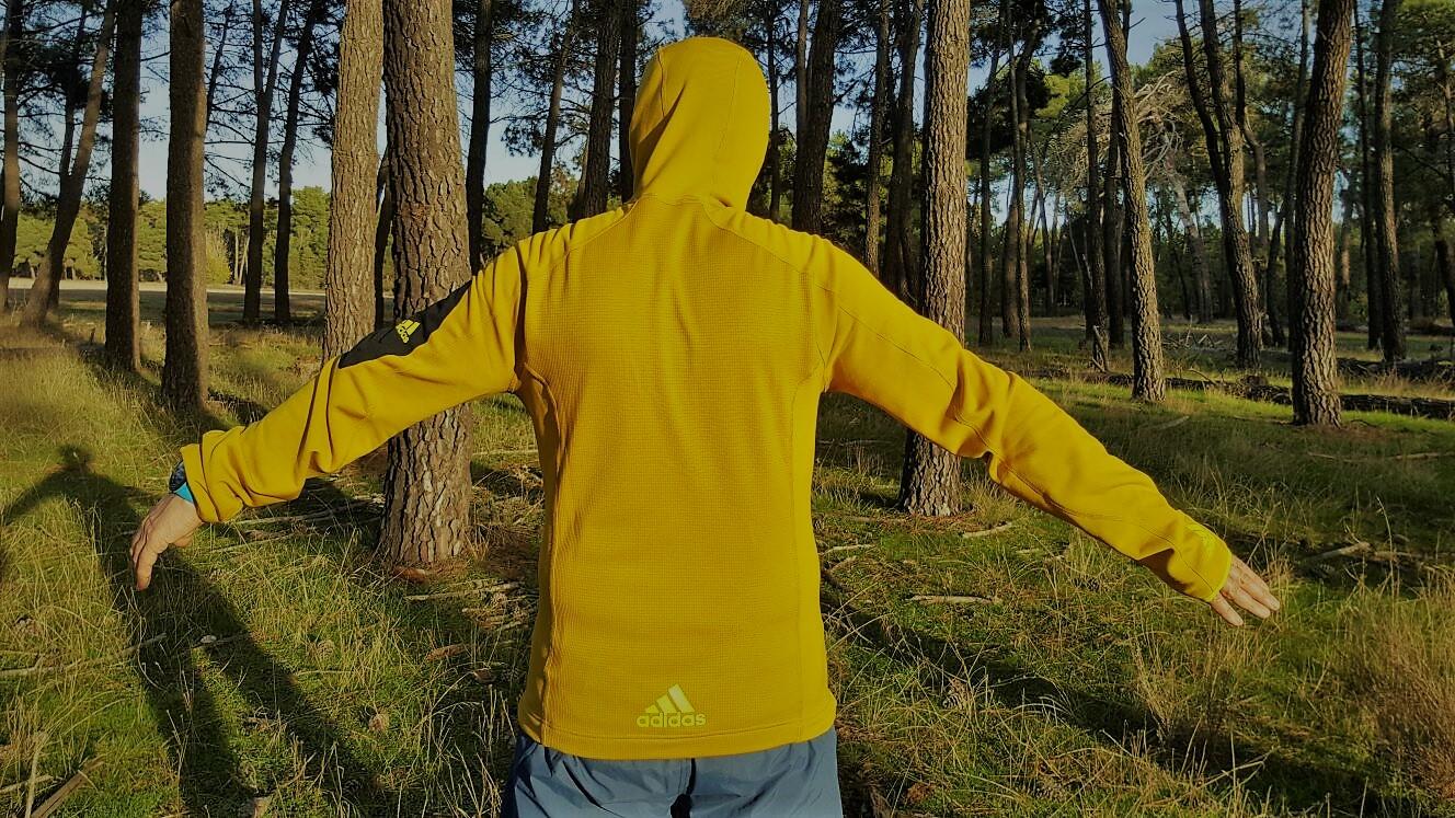 Adidas Terrex Stockhorn fleece: Chaqueta térmica con capucha para trekking, senderismo y montaña. Análisis técnico y prueba a fondo por Francisco Delgado.