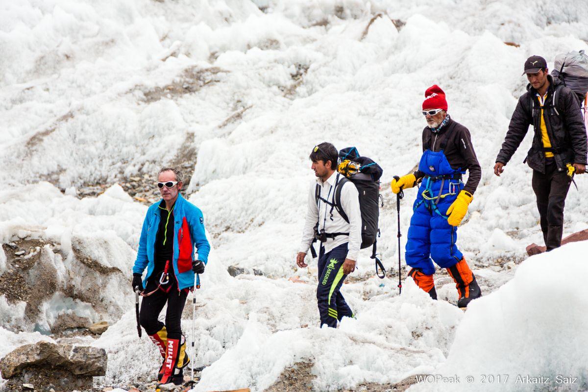 Rescate en montaña, Himalaya: Iñurrategui, Vallejo y Zabalza rescatan a 7.100m en Gasherbrum C-3 a Valerio Annovazzi.