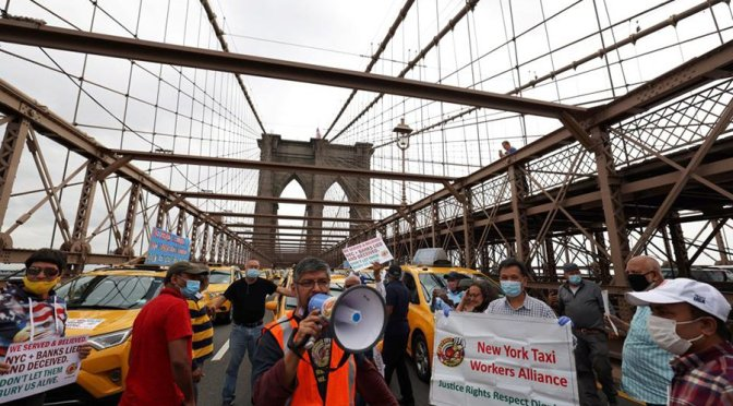 Video: New York's taxi drivers blockade bridges and demand help