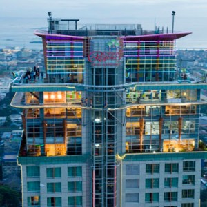 crown-regency-hotel-and-towers-fuenterooftop01