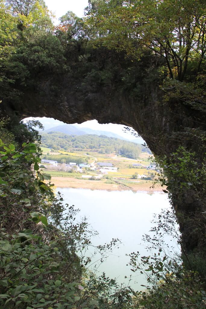 Eight Scenic Views of Danyang: Seokmun (Stone Gate)