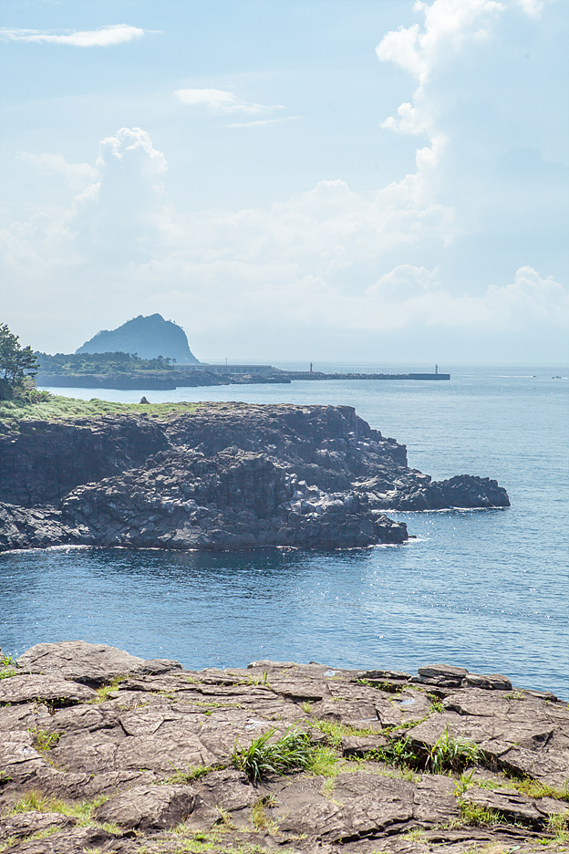 surrounded by beautiful islands such as Bum Island, Sae Island and Seonnyu (fairy) Rock.