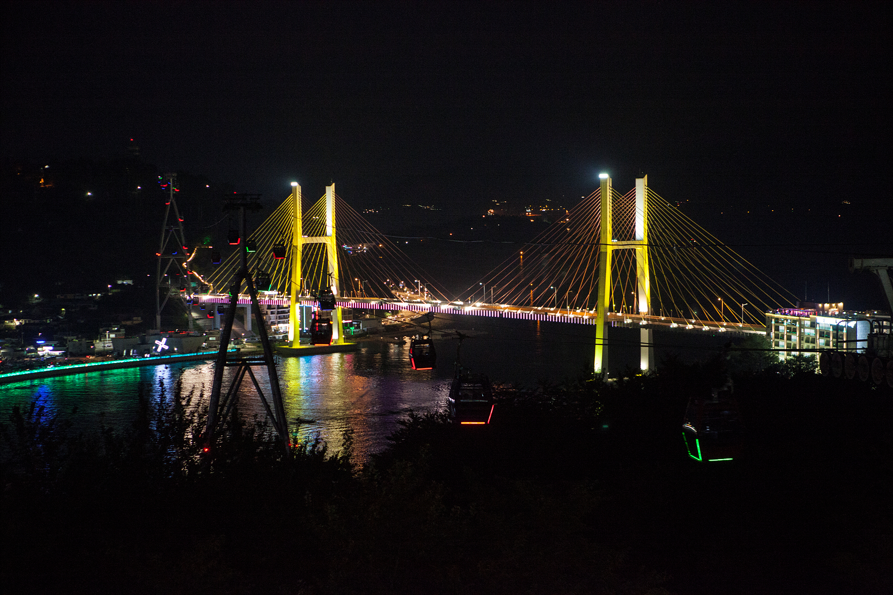 Dolsan Park and Dolsan Bridge, where the sea and light come together
