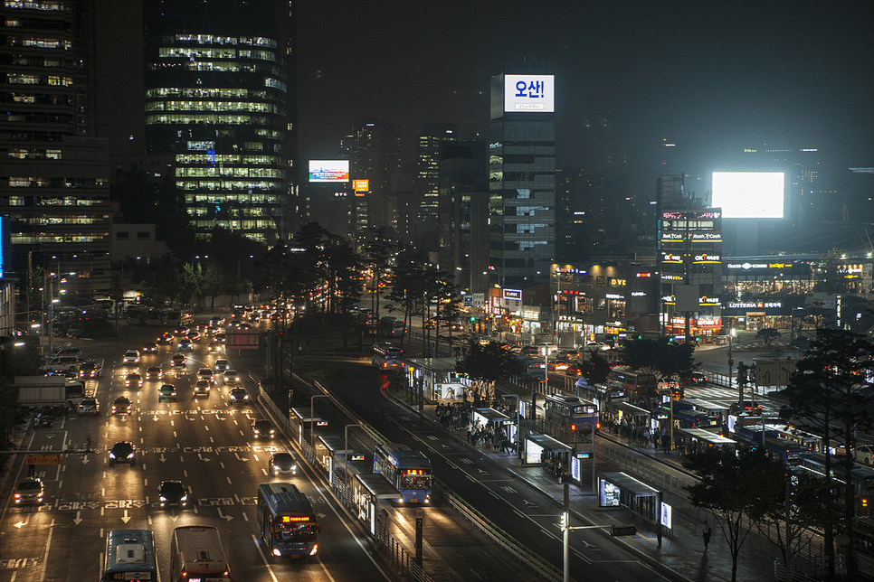 The Seoul Station Overpass was a symbolic structure of Seoul built in 1970