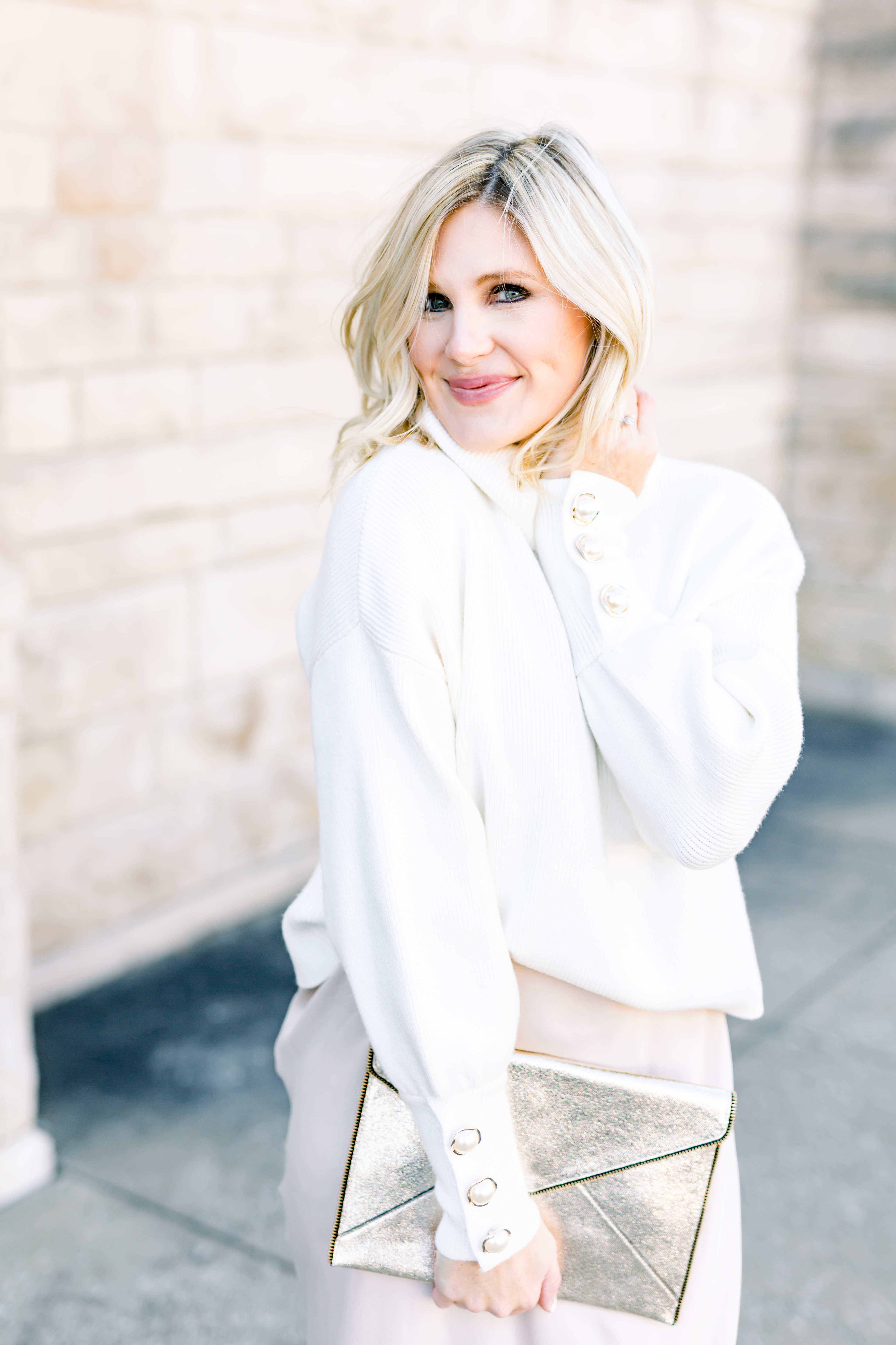 blogger winter white look