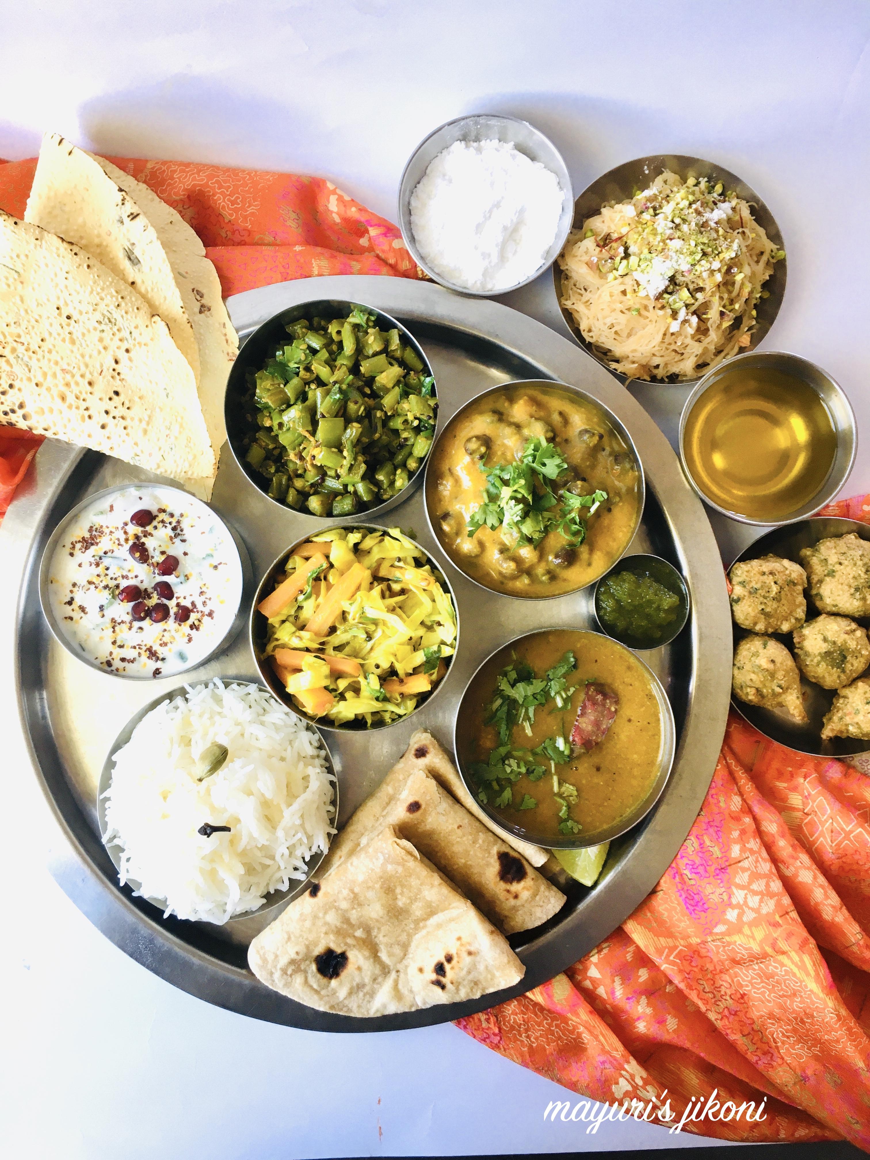 Gujarati Thali Methi Na Gota Mayuri S Jikoni Fresh Fenugreek Gujarati Cuisine Gujarati Snack Gujarati Thali Main Course Main Meal Methi Na Gota Satvik