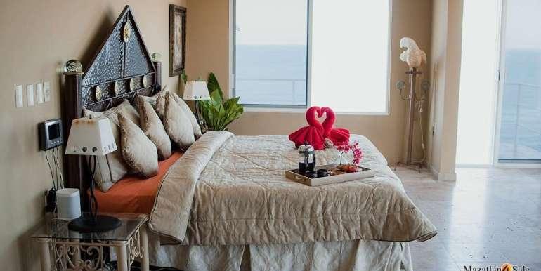 Mazatlan 4 bedrooms in Oceanfront Home For Sale (27)