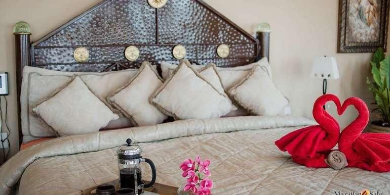 Mazatlan 4 bedrooms in Oceanfront Home For Sale (32)
