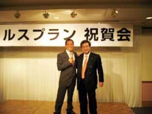 田中英成社長・松葉博雄、両社社長の記念撮影