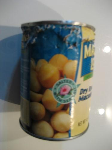 りんりんがこじ開けた、マカデミアンナッツの缶