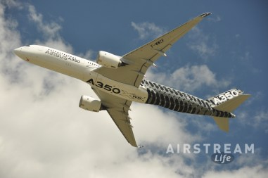 OSH Airbus A350 flyby