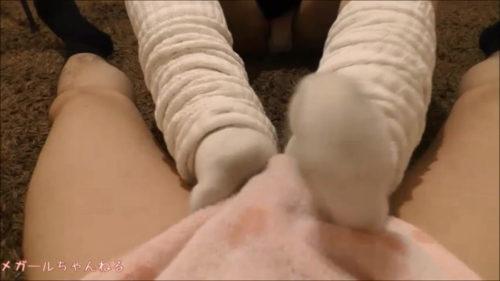 生足やルーズソックスで何度も射精させる電気あんま及び足コキエロ動画でパンツを濡らしつつ射精するM男