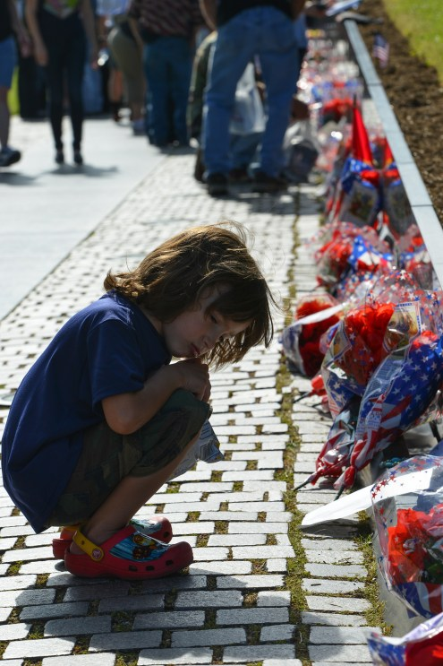WASHINGTON, D.C. - MAY 26, 2014: The little girl prays at the Vietnam Veterans Memorial on May 26, 2014, in Washington, D.C.