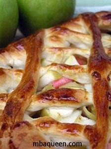 Простой пирог с яблоками из дрожжевого теста