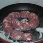 Колбаски запеченные в картофеле