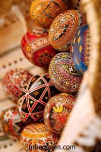 Как красить пасхальные яйца - крашенки и писанки