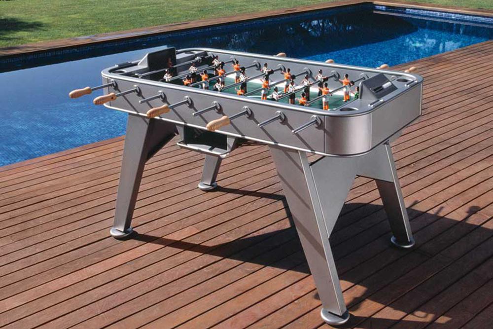 Sturdy foosball table