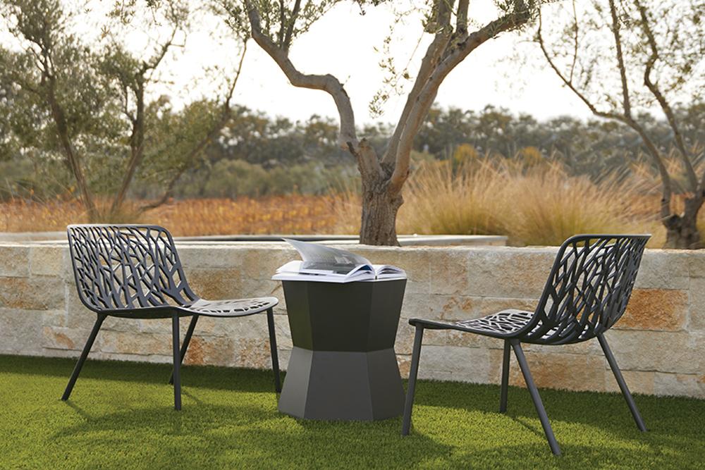 Contemporary metal outdoor chair