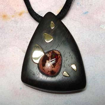 pendentif bois ébène or opale