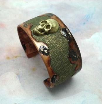 Bracelet Manchette tête de mort cuir métal