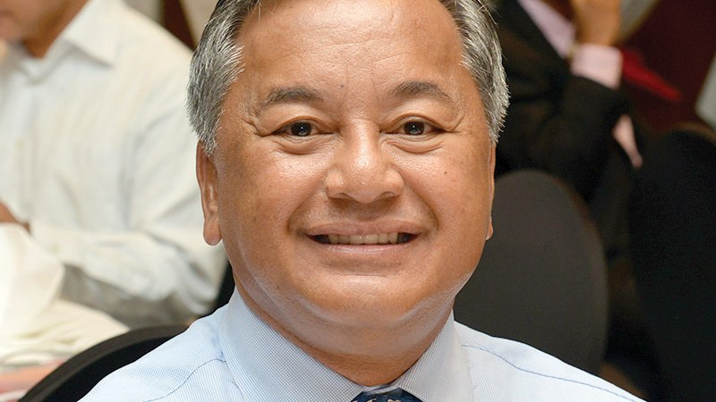 Michael Sablan receives Saipan Chamber award