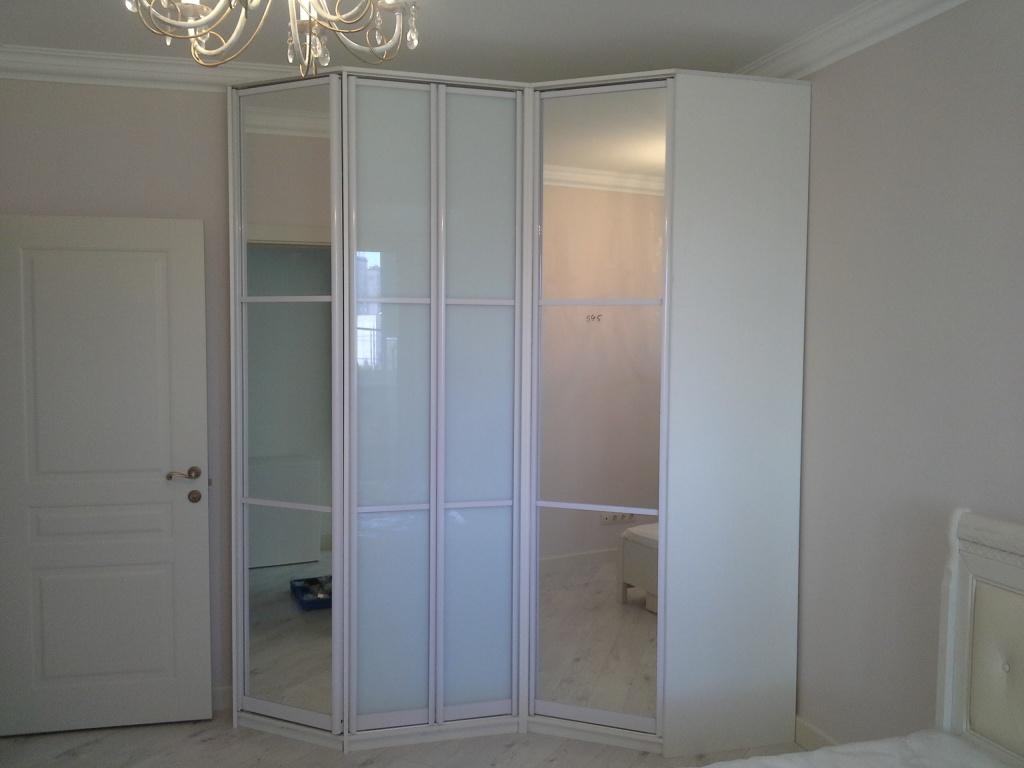 da237b24d2a Модерен ъглов гардероб в спалнята: от малък до голям. Какво може да ...