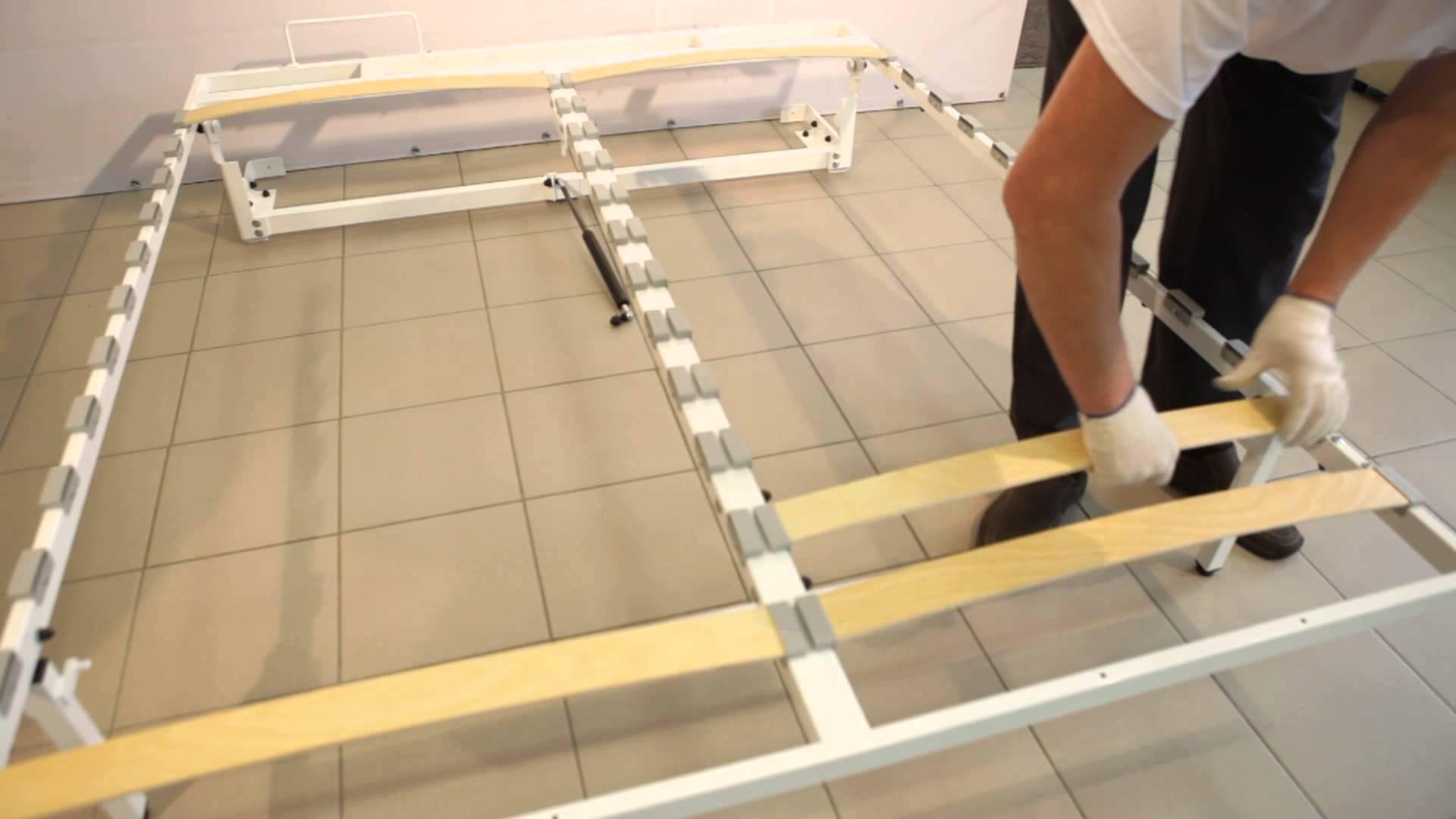 Kami ay tightening sa isang tela composite piraso ng kasangkapan