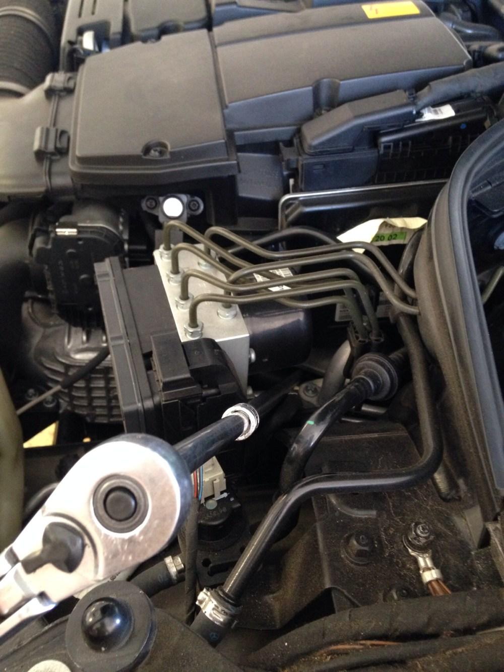 medium resolution of 05 c230 motor mounts image jpg