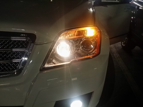 small resolution of 2014 glk350 low beam headlamps is much easier to change headlight jpg