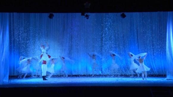 第一幕「クリスマスイブの夜」より「雪のワルツ」