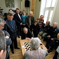 Vytautas Landsbergis apie šachmatus  - sveikinimas   2011 metų  naujojo atvirojo formato SEIMO TAURĖS laimėtojams