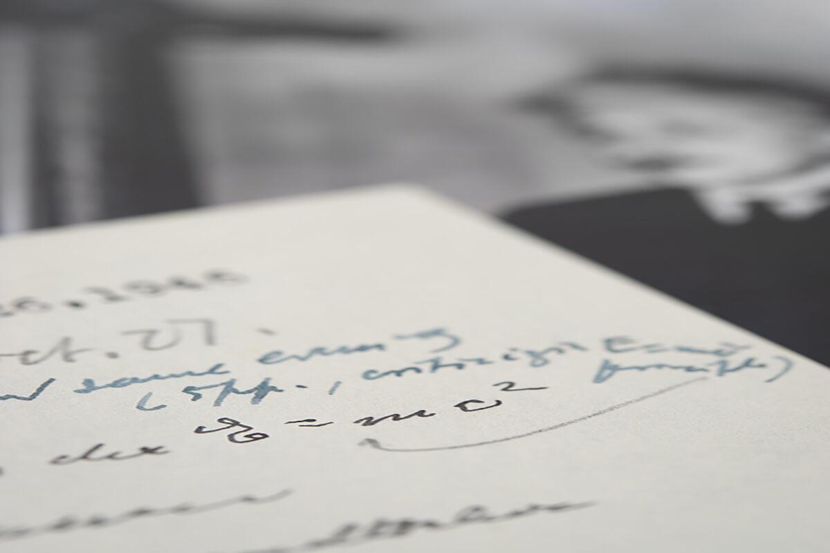 Einstein'ın E = mc² Denklemini Yazdığı Mektubu Satıldı