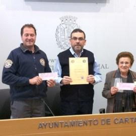 El Concejal de MC José López, entrega su sueldo de diciembre y extra, a la O.N.G APICES y O.N.G.D. BOMBEROS EN ACCIÓN