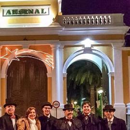 El Grupo municipal MC despide el Año del Modernismo y da la bienvenida al Año de la Ilustración con las pre uvas en la Plaza del Rey