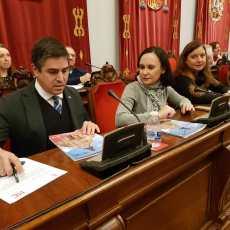 Tras pedir 10 millones de euros en préstamos, `La Trinca´ impone una subida de impuestos