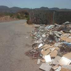 Crece la alarma en los vecinos de las diputaciones ante el descontrolado vertido de escombros y residuos en los caminos del municipio