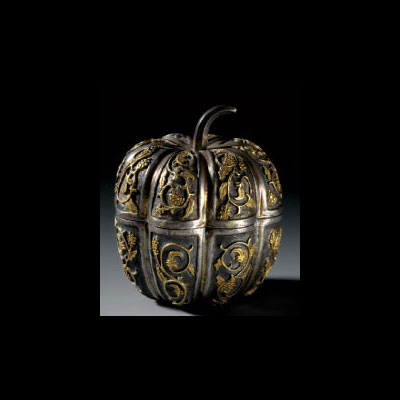 Gilt silver apple-form box and cover. Height 2.4 in.