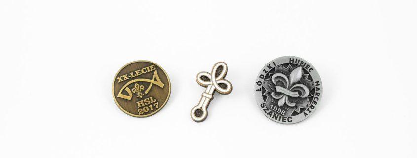 Przypinki harcerskie wyprodukowane przez MCC Medale