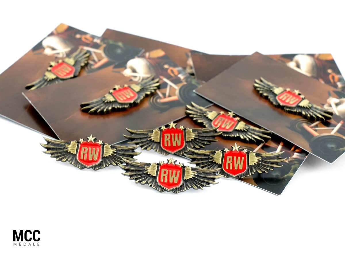 Emaliowane pinsy 3D z drukowanymi karteczkami