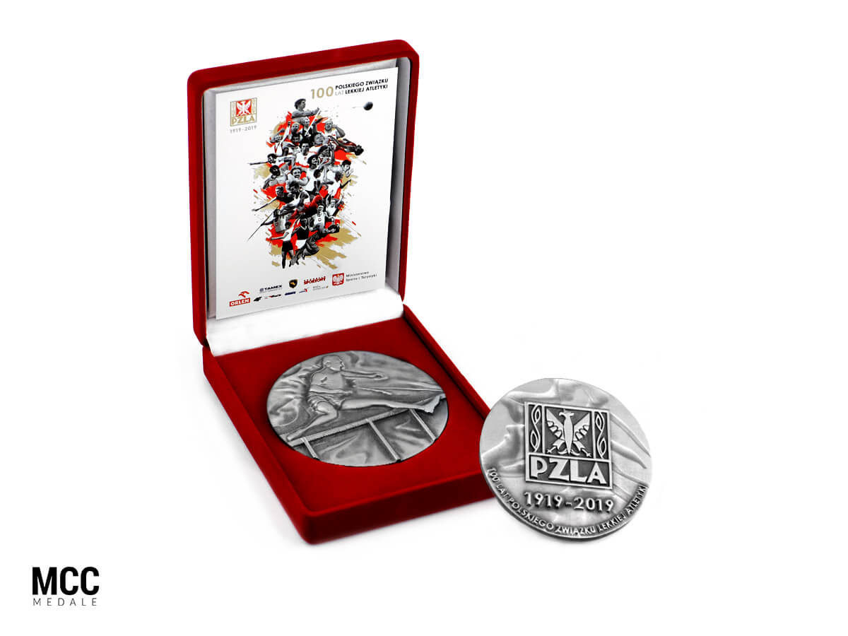 Pamiątkowy medal PZLA w etui