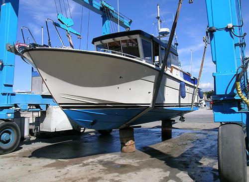 pre-purchase-motor-boat-survey-cruiser