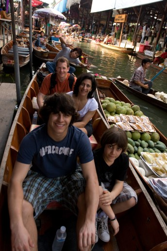 Loading the boat in the floating market
