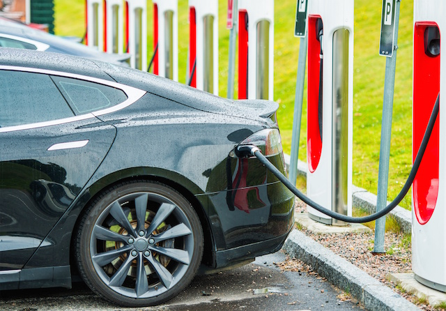 Tesla's Constant Online Communication Could Play Role In Class Action