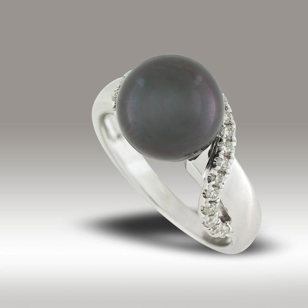 White gold cultured pearl and diamond ring