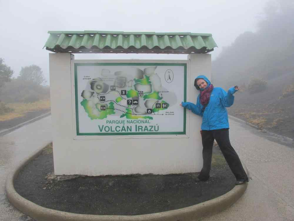 MC Globetrotteuse au Volcan Irazu sous la pluie au Costa Rica