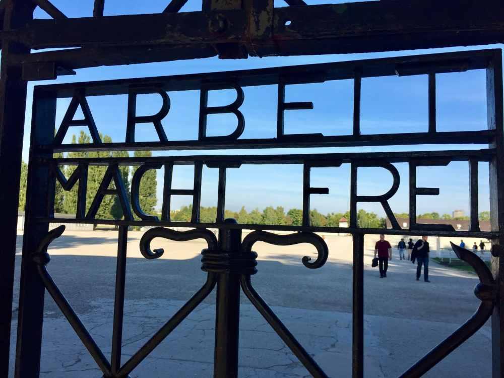 """""""Work will set you free"""" Camp de concentration de Dachau"""