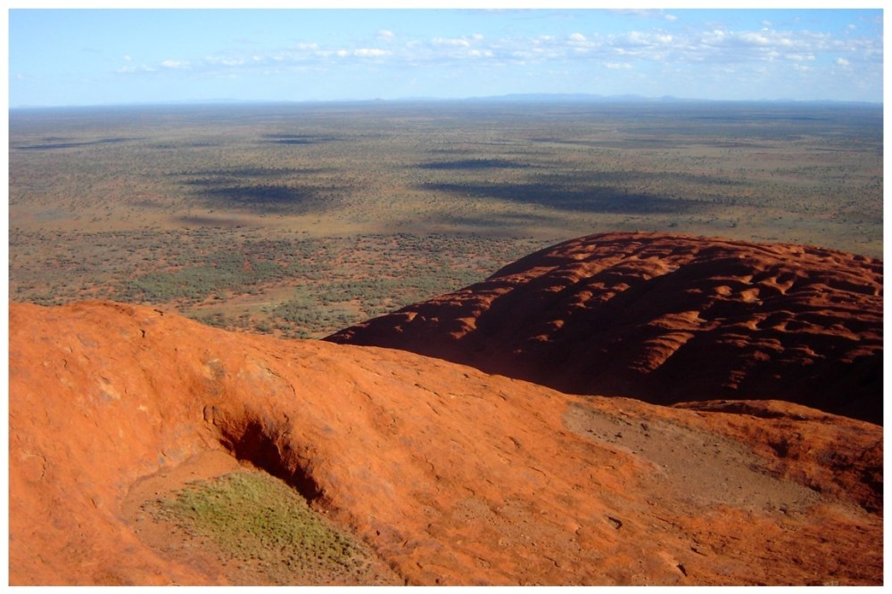 Vue du haut du Mont Uluru au centre de l'Australie